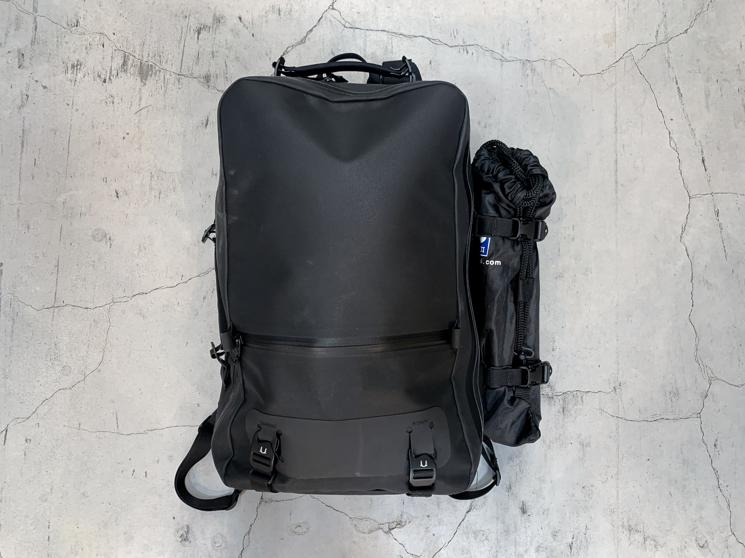This black minimalist backpack will give unforgettable first impressions.