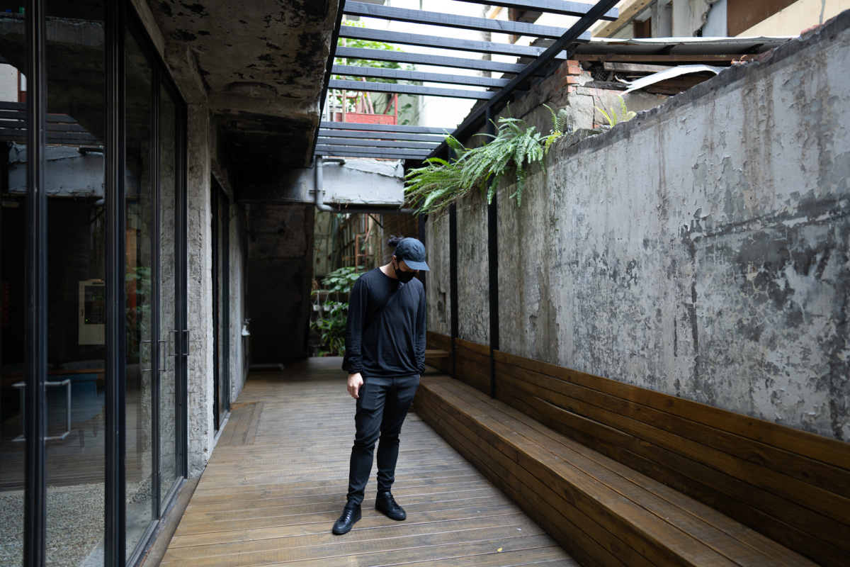 Outlier Supermarine Cap, Airinum Mask, Outlier Dreamweight Raw Cut LS, and Svensson Classic Low.