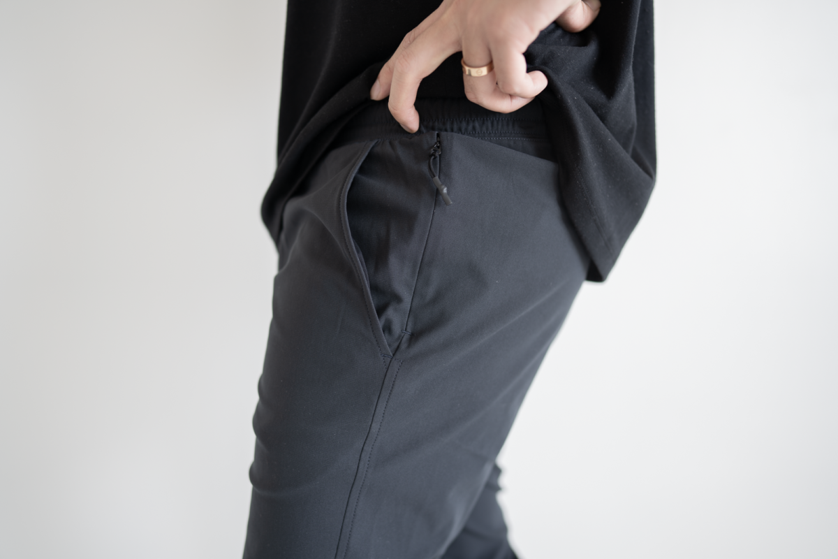 The sleekness of the Western Rise Spectrum Jogger really shines through in these small details, making the jogger a great option for travel as well.