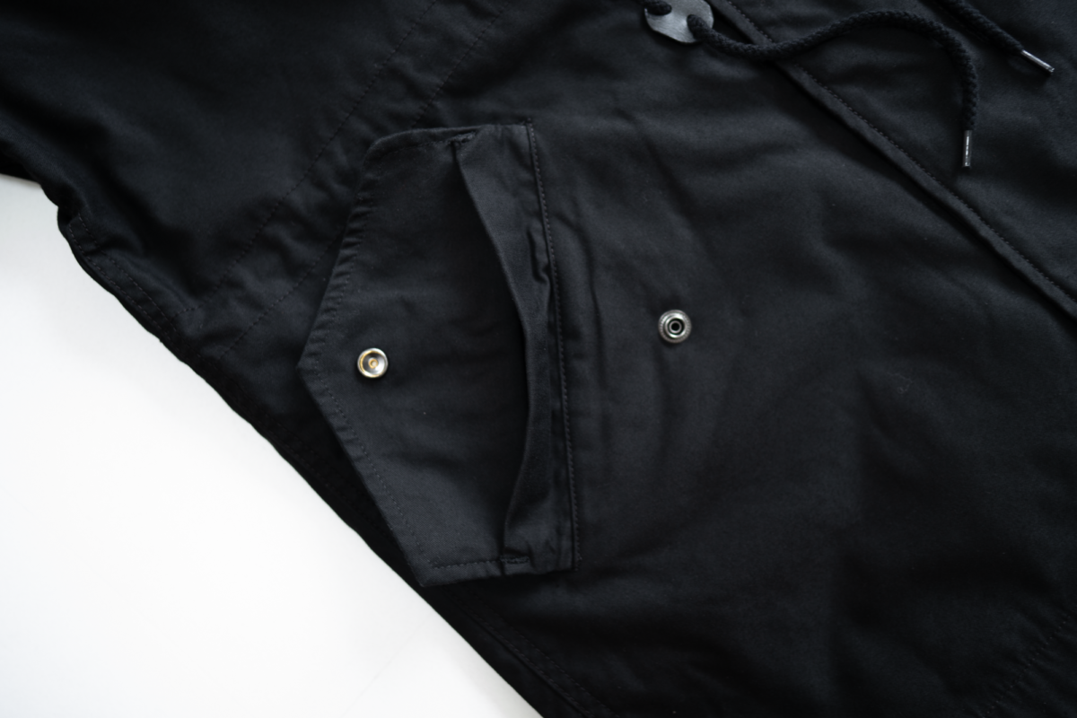 Flap on the front pockets of the Alpha Industries M-59.