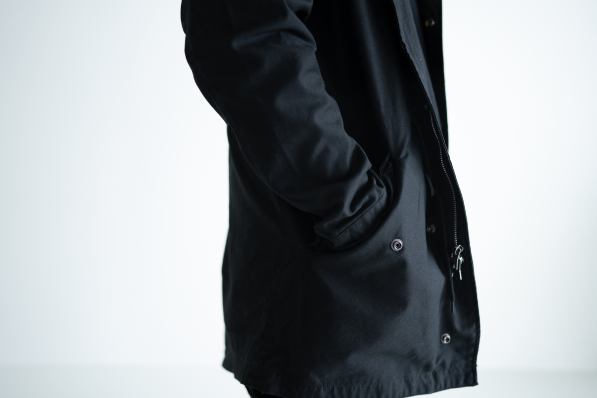 Spacious pockets makes it easy for you to slide your hands into the Alpha Industries M-59.