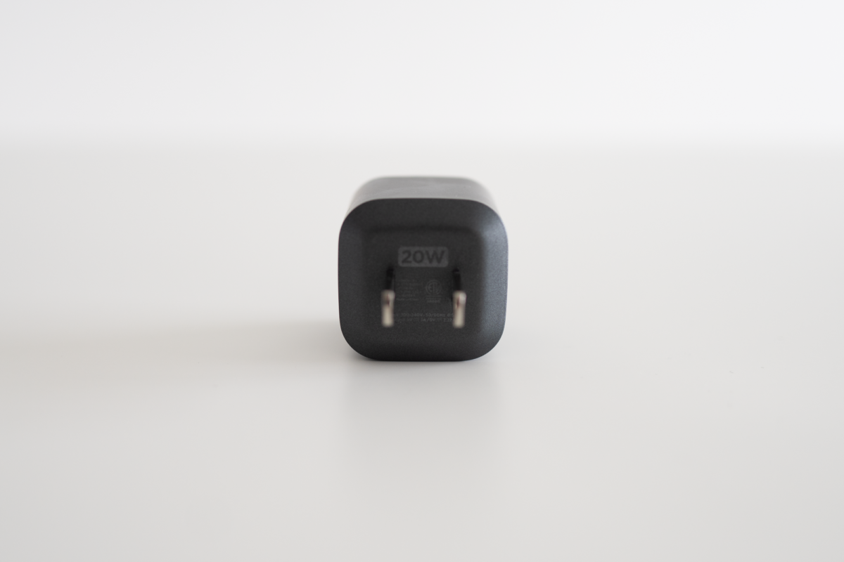 Pin-side of the NOMAD 20W Power Adapter.