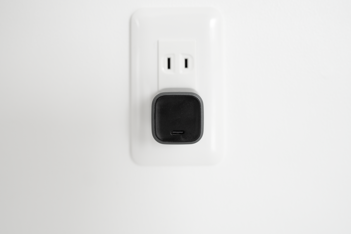 Port-side of the NOMAD 20W Power Adapter.